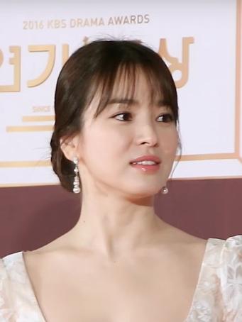 Song_Hye-kyo_in_2016_KBS_Drama_Award