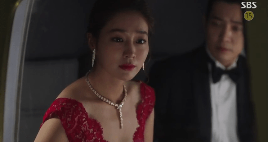 Lee Min Jung in Fates and Furies