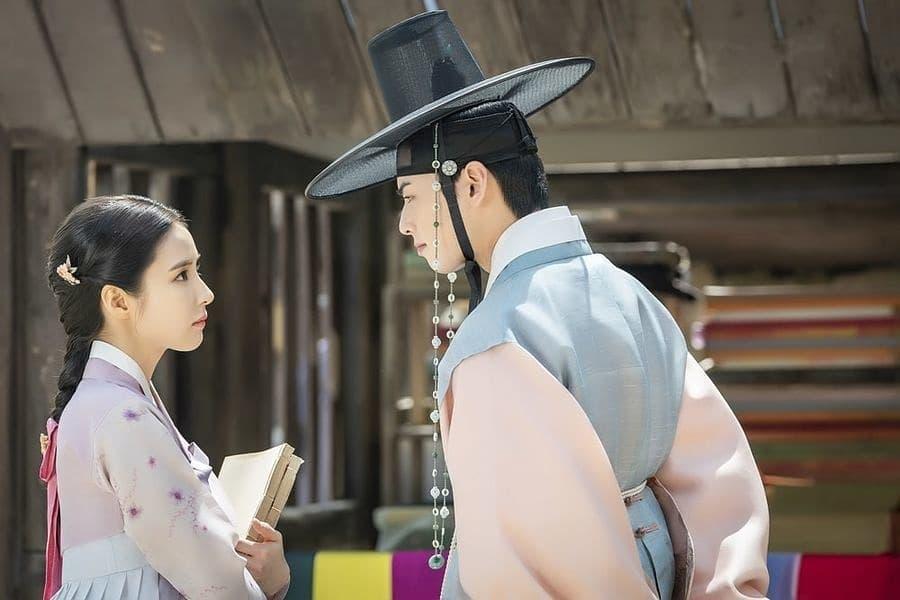 cute scene Rookie historian Shin Se Kyung and Cha Eun Woo