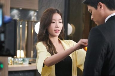 Im Soo Hyang And Lee Jang Woo in Graceful Family