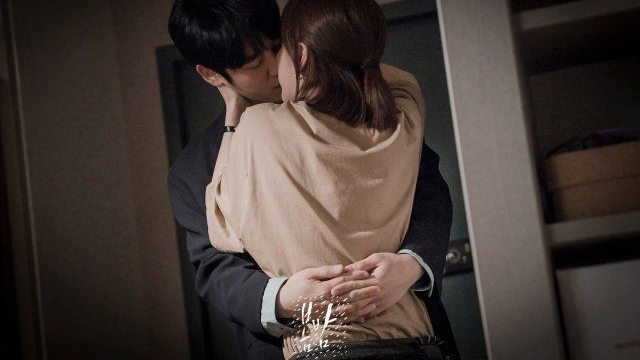 Jung Hae In and romantic kiss scene in one spring night kdrama.jpgJi Min