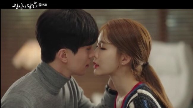 Lee Dong Wook and Yoo In Na Touch Your heart romantic kiss scene
