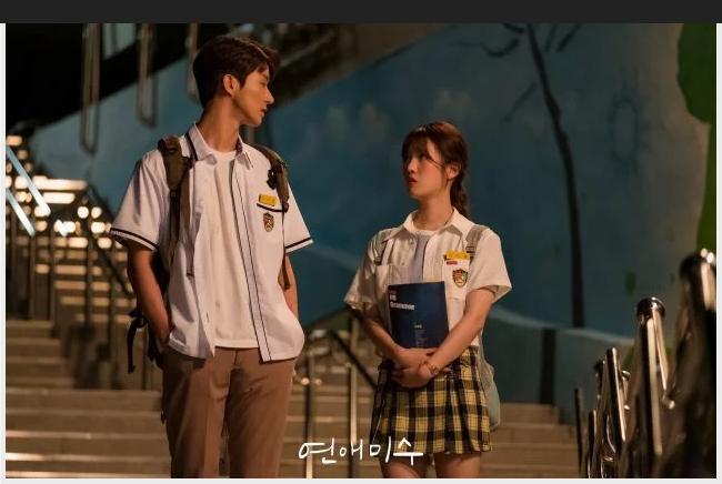 failing in love drama comedy 2019