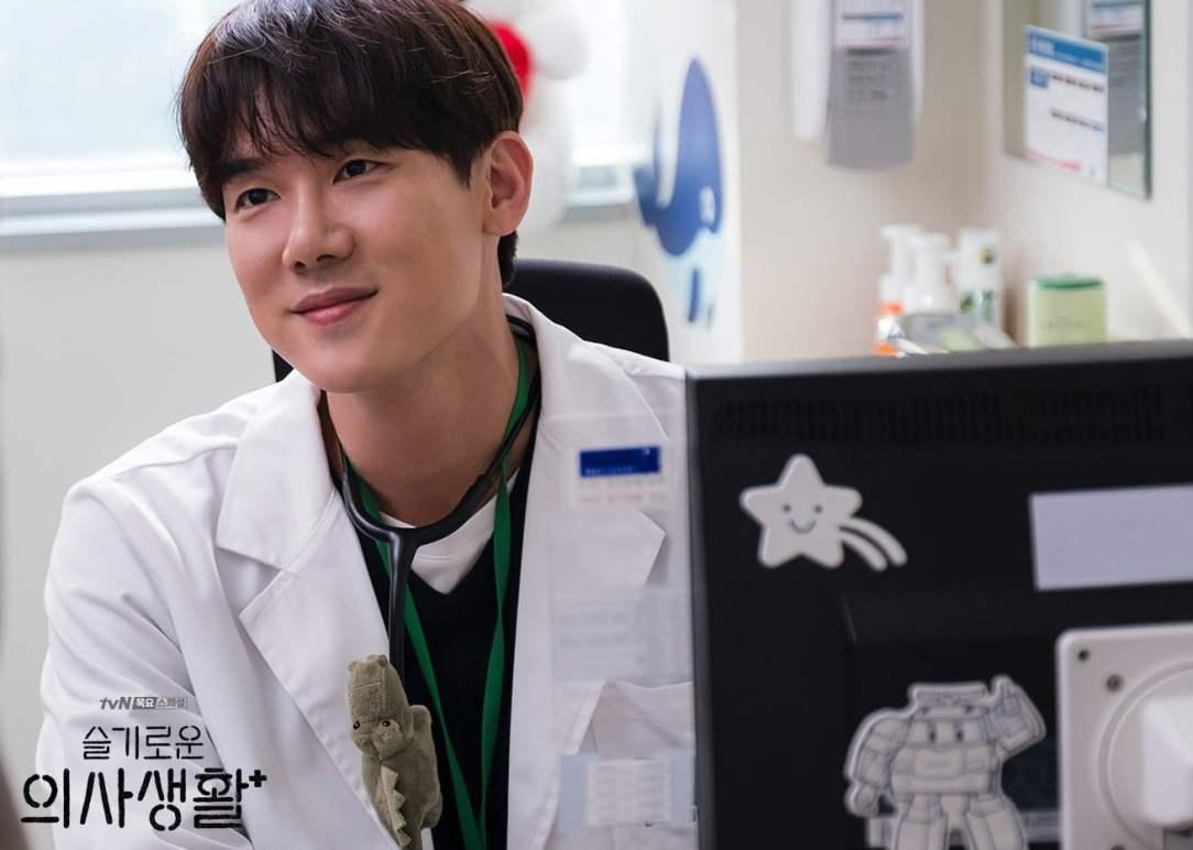 Hospital Playlist yoo yun suk